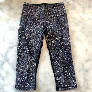 LuLuLemon Midrise Speckled Print Leggings. 4